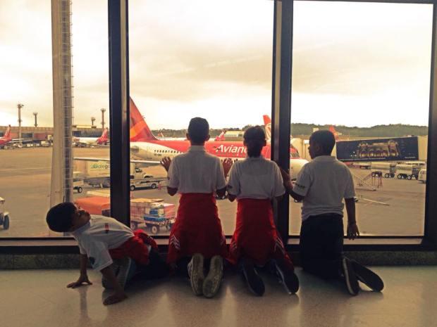 Thiago Rodrigues, Augusto Diniz, Yasmin Pereira e Thalles Henrique aguardando embarque São Paulo para Rio de Janeiro