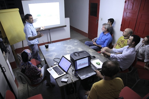 Reunião na Fundação Casa Grande